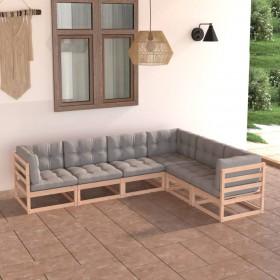trīs koferi ar riteņiem, sarkanā krāsā