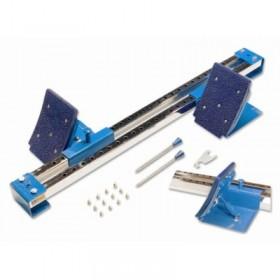 Sarkana bērnu retro mašīna ar rokturi, stumjama