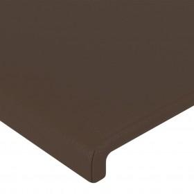 rotaļu laukums ar slidkalniņu, kāpnēm, šūpolēm, koks